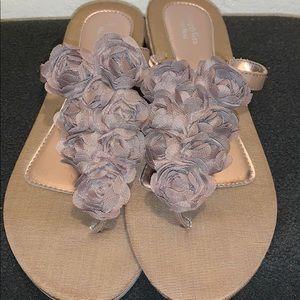 Adorable Simply Vera Wang Sandals